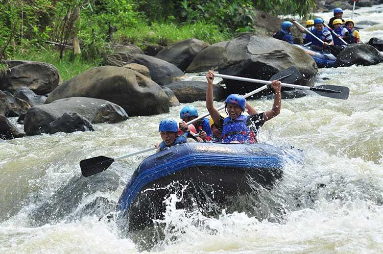 Arung Jeram Sungai Citarik Sukabumi