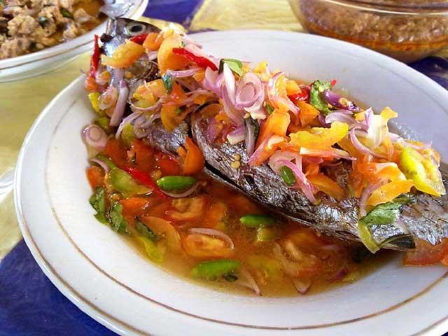 Ikan Bakar Colo-colo