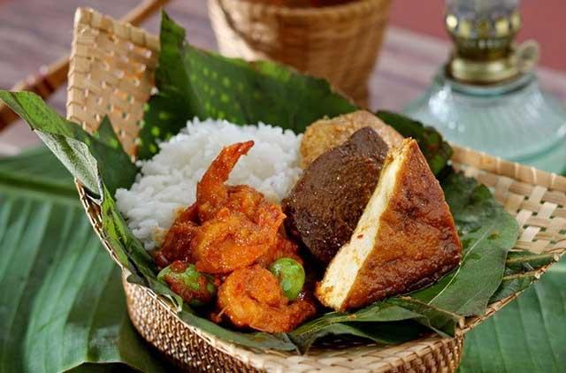 Nasi Jamblang Daun Jati