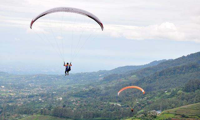 Wisata Paralayang Gunung Lingga